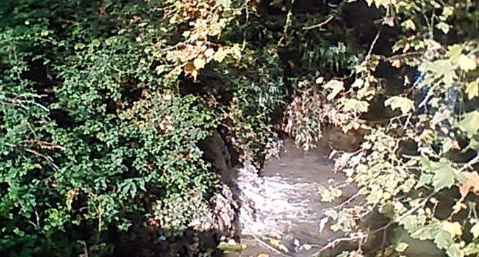 Rio Cáster sofre descarga de águas residuais