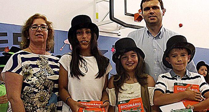 Associação dos Antigos Alunos da Escola Oliveira Lopes distingue alunos finalistas