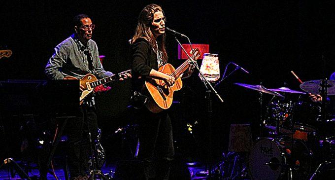 Luísa Sobral pisou o palco do Centro de Arte, para uma grande noite de jazz