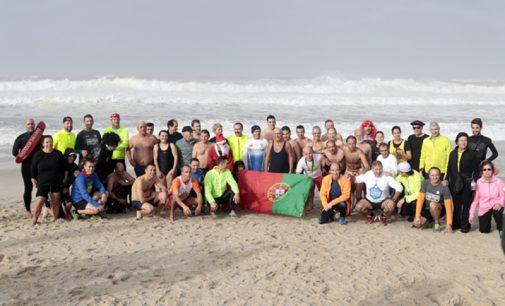 Banhistas voltam a iniciar o Ano Novo com mergulho fora de época