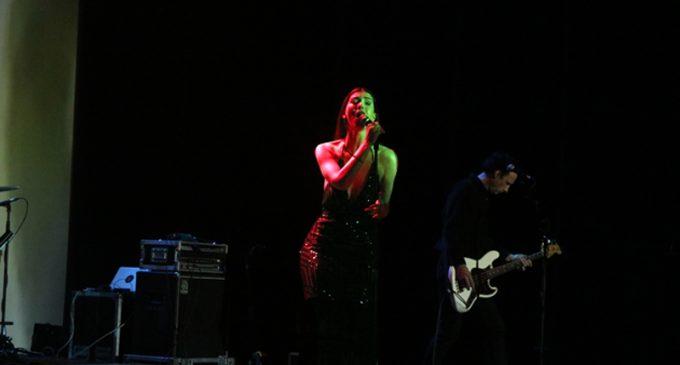 Centro de Arte de Ovar recebeu a sensualidade da cantora Chrysta Bell