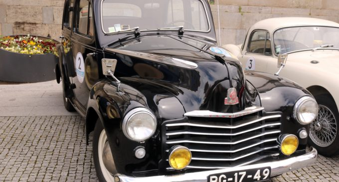 Carros antigos invadiram as ruas da cidade de Ovar