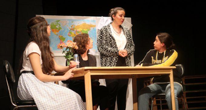 """""""O alegre cinzentão"""": CONTACTO aborda o bullying em peça de teatro"""