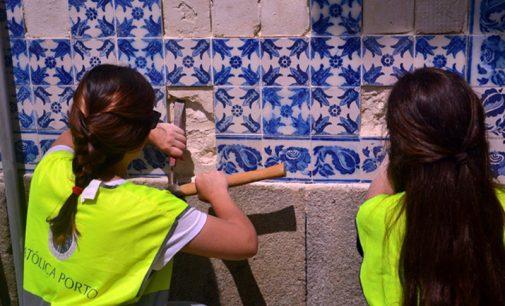 Alunos da Universidade Católica voltam a colaborar na conservação do património azulejar vareiro