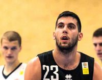 Khalen Cumberlander e Aleksandar Danilovic juntam-se a Will Perry na Ovarense