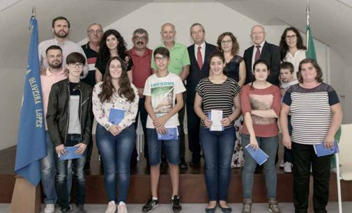 Associação dos Antigos Alunos da Escola Oliveira Lopes entrega oito bolsas de estudo