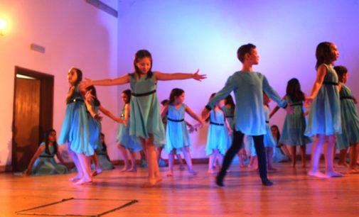 II Encontro de Dança Associação Sonhos de Violeta: Oito grupos proporcionaram uma noite mágica