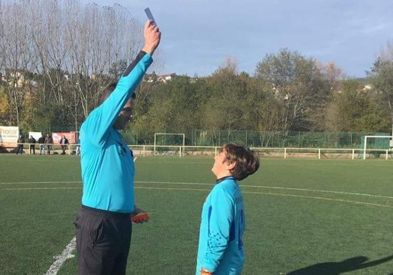 Jovem guarda-redes do SV de Pereira deu 'lição' de fair-play