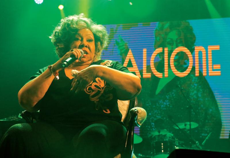 Alcione regressou a Portugal com estreia no Espaço Folião