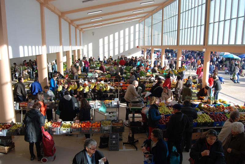 Mercado de Ovar reabre dia 16 para venda de bens essenciais