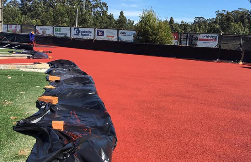 Arada Atlético Clube: Pista de atletismo começou a levar a última camada de tartan