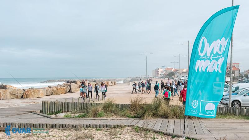 Voluntários recolheram mais de 147 kg de lixo marinho na Praia do Furadouro