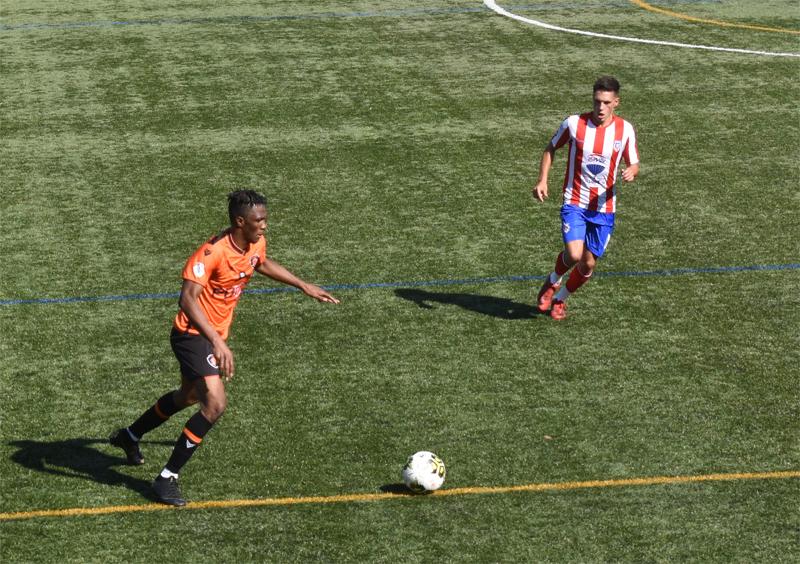 Futebol: Vicentinos 'encaixam' primeira derrota da temporada