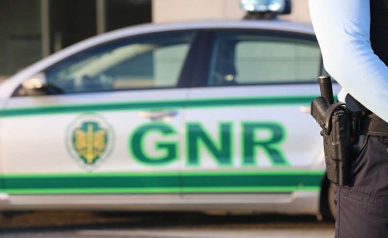 Dois homens identificados pela GNR por desmantelamento de viaturas